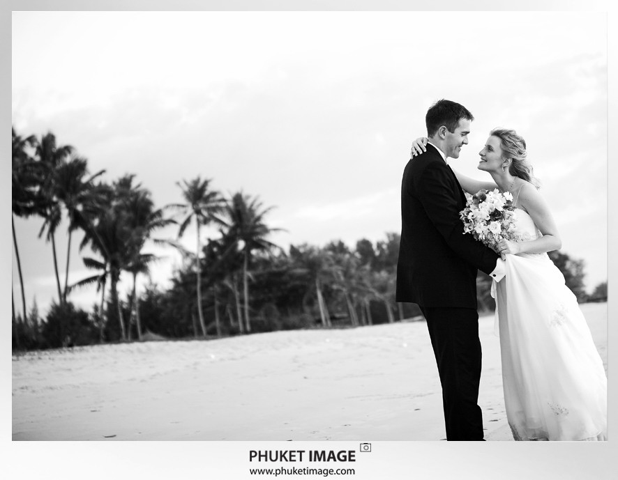 Phuket wedding photographer   on the beach 0027 Bianca & Frank : Phuket beach wedding photography
