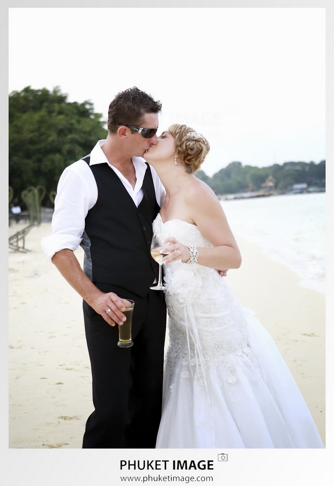 Naturnal and reportage wedding photographer in Phuket