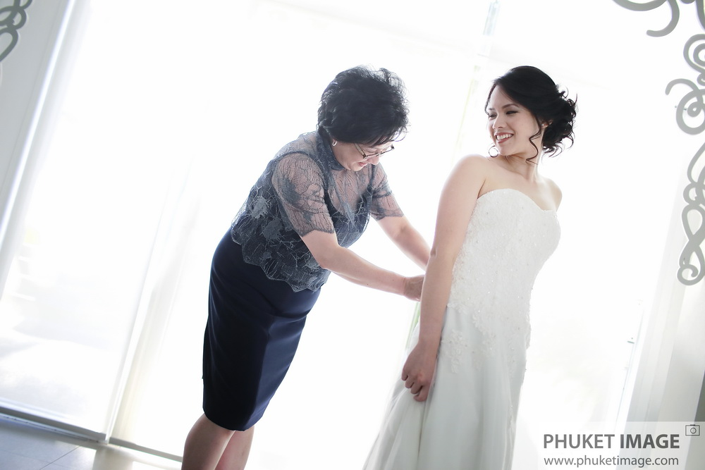 Family portrait and wedding photography service in Phuket