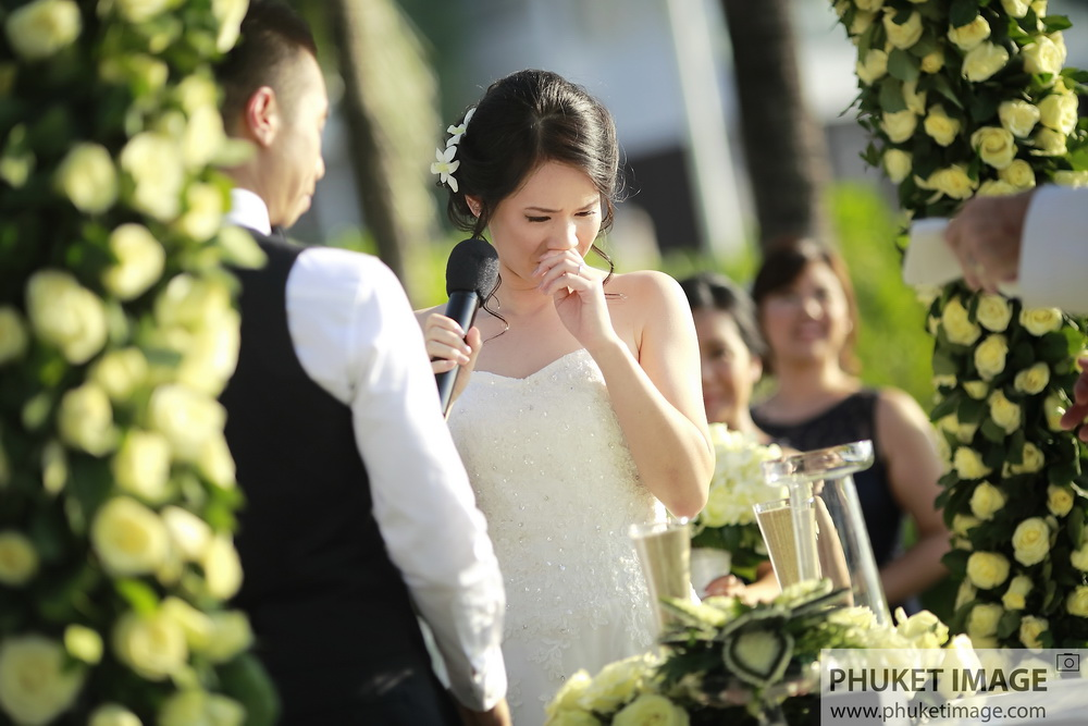 Dream wedding ceremony on the beach in Koh Samui and Phuket, Thailand. The best romantic and emotional place in Phuket