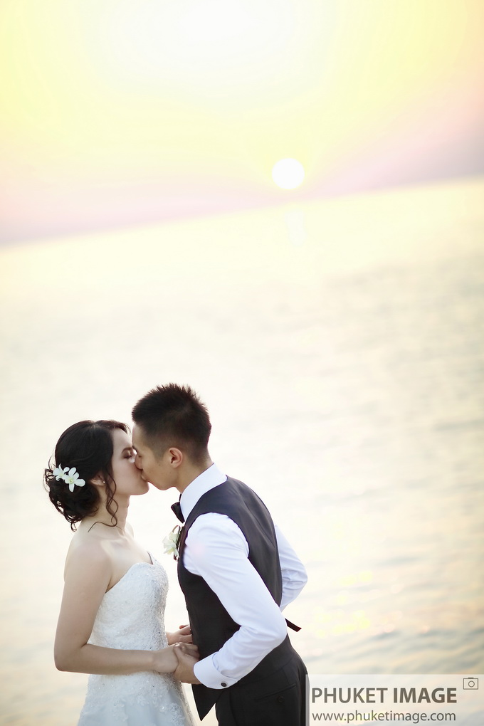 beach wedding photographer at the Paresa resort